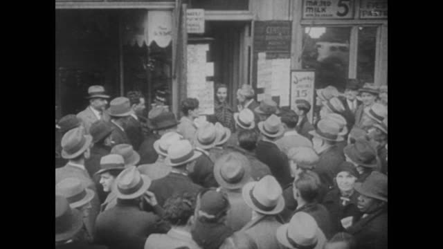 vídeos de stock e filmes b-roll de 1938 scenes of unemployment from the great depression - 1930