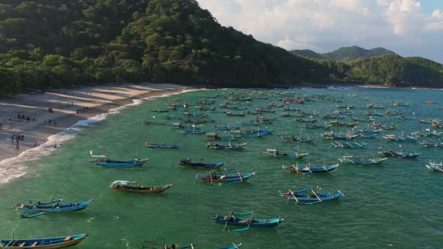 scenic aerial view of a lot of boats on the  seaside on nusa penida - indonesia video stock e b–roll