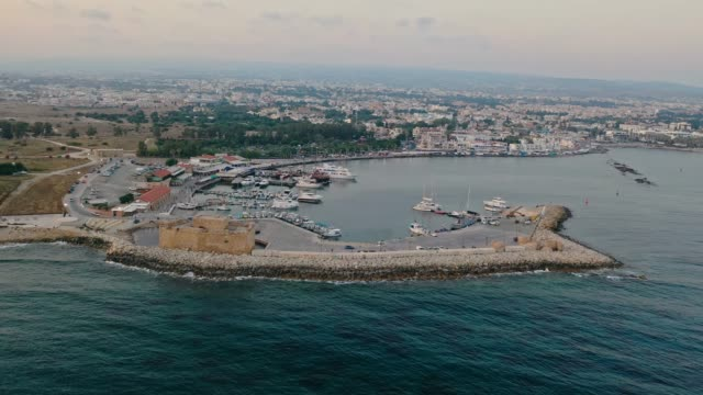 キプロスの港の風光明媚な航空写真 - キプロス共和国点の映像素材/bロール