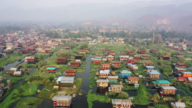 インレー湖村の風光明媚な空中眺め - ミャンマー点の映像素材/bロール