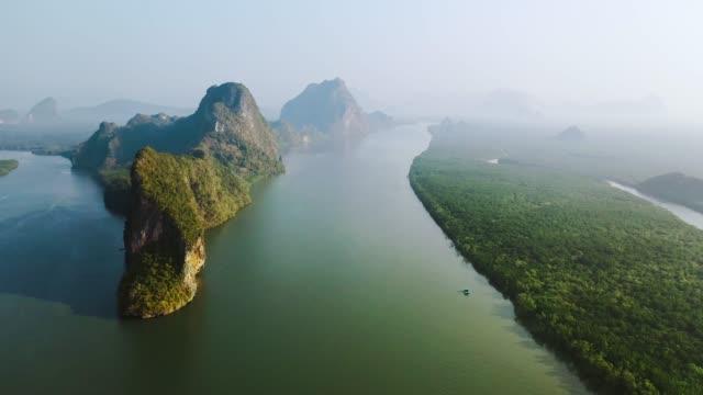 Vista aérea cénico de Phang Nga no nascer do sol
