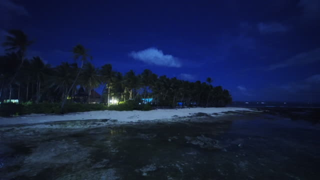 vídeos de stock, filmes e b-roll de scenic beach in philippines at night, wide shot - vazante