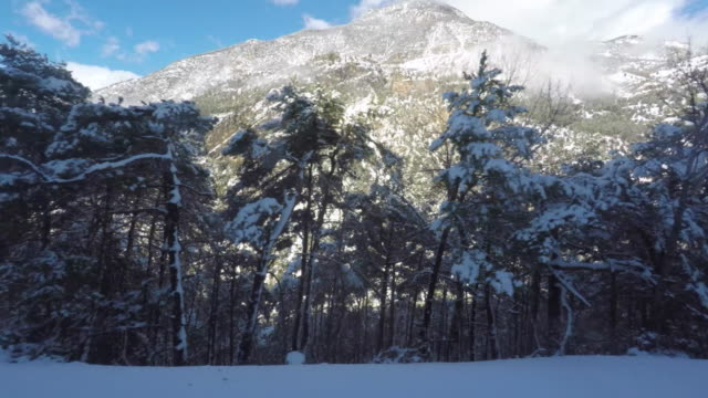 scenic driving pov view out a car window in the mountains with snow - 窓点の映像素材/bロール