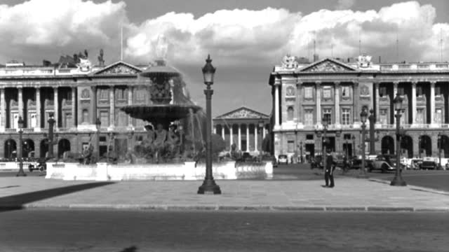 dx - scenic paris landmarks - the place de la concorde - m.l.s. toward the fountain, ministry building and hotel crillon - b&w. - 1935 stock videos & royalty-free footage