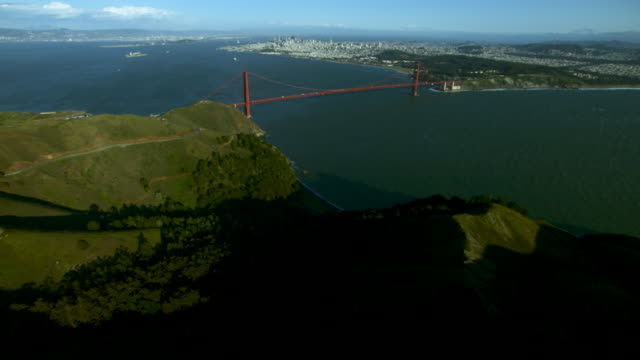 scenic shot of the golden gate bridge - baia di san francisco video stock e b–roll