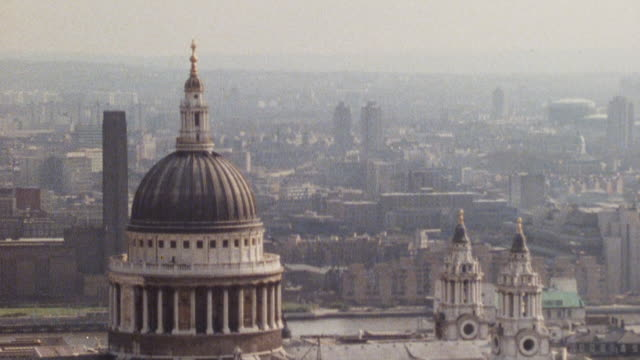 1985 montage scenic shots of london, england.† - 1985年点の映像素材/bロール