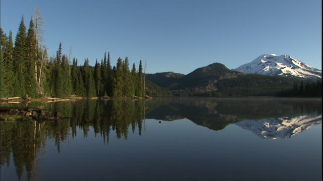 Scenic Sparks Lake reflects South Sister mountain in Oregon.