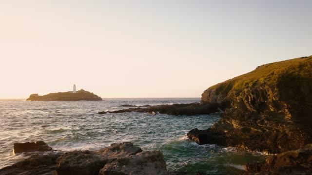 Schilderachtig uitzicht vliegen boven Cornwall kustlijn landschappen - 4K