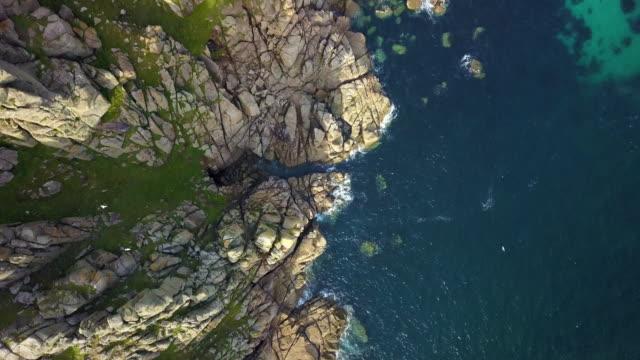 コーンウォールの海岸線風景 - 4 k の上を飛んで風光明媚なビュー - イングランド コーンウォール点の映像素材/bロール