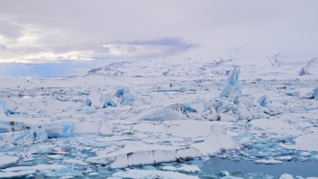 ws 風景觀冰山漂浮在海洋上, 冰島 - 10秒或更長 個影片檔及 b 捲影像