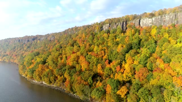 scenic view of palisades cliffs on the hudson river in new jersey - hudson river stock videos & royalty-free footage