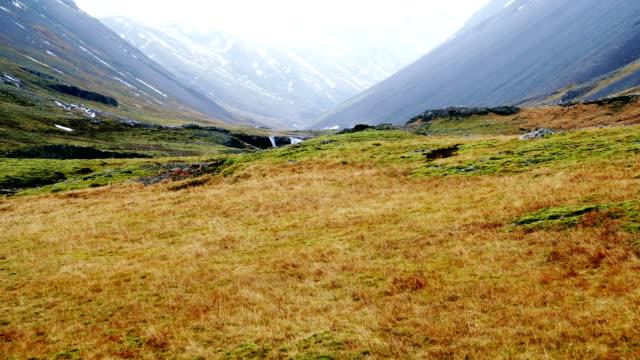 vidéos et rushes de vue panoramique du site distant sur l'islande - remote location