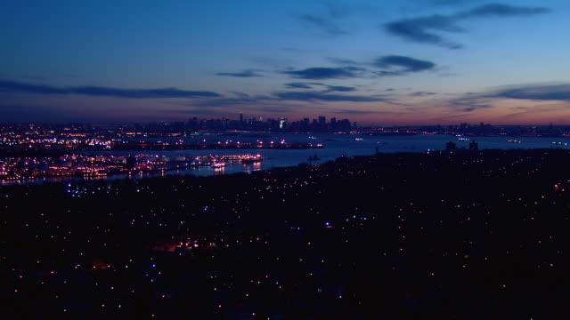 scenic view of the manhattan skyline from staten island at dawn. - staten island stock videos and b-roll footage