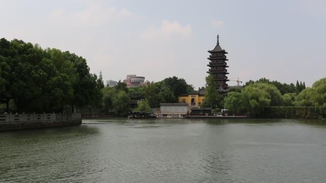 scenic view of the south lake against the haogu pagoda,jiaxing,china - 生い茂る点の映像素材/bロール