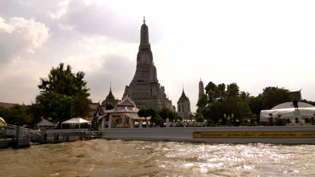 Jolie vue sur le Temple de l'aube. BANGKOK,