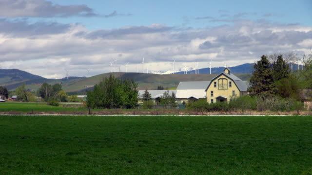 scenic view of yakima windmills on a windy day - ファームハウス点の映像素材/bロール