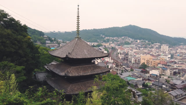 scenic view over onomichi, evening, hiroshima - pagode stock-videos und b-roll-filmmaterial