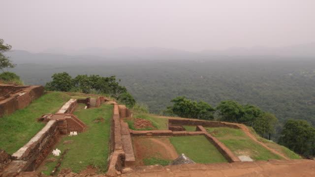 vidéos et rushes de ws scenic view ruines et paysage, sri lanka - culture sri lankaise