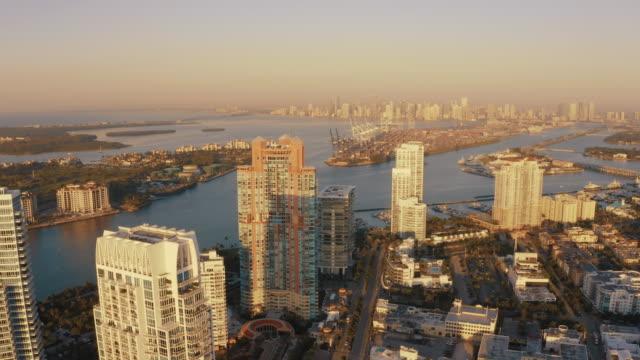 ws scenic view sunny miami beach cityscape, miami, florida, usa - harbour stock videos & royalty-free footage