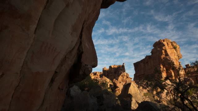 vídeos y material grabado en eventos de stock de t/l scenics of sandstone rock formations from stadsaal caves in truitjieskraal nature reserve, cederberg, south africa - the nature conservancy