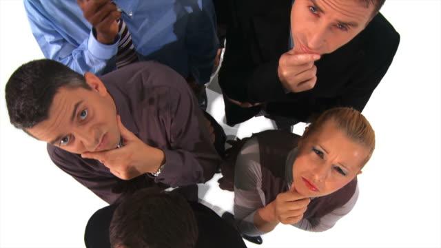 vídeos de stock e filmes b-roll de grou de hd: cépticos pretenderem negócios equipa - camisa e gravata