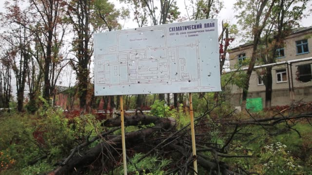 schematic plan map of hospita destroyed by artillery and gunfire where the prorussians and ukrainian military fought a major battle in july... - grundriss stock-videos und b-roll-filmmaterial