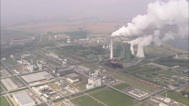 vídeos de stock e filmes b-roll de schkopau power station - 1995