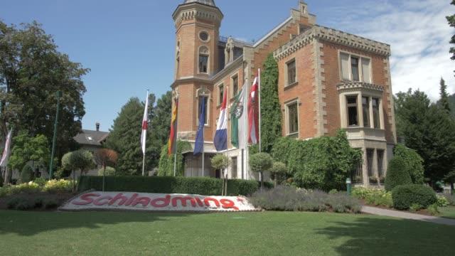 schladming rathaus (town hall), schladming, styria, austrian alps, austria, europe - rathaus bildbanksvideor och videomaterial från bakom kulisserna
