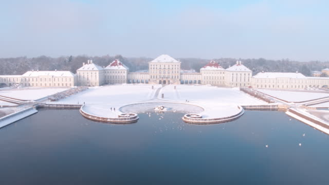 schloss nymphenburg, munich, winter - schlossgebäude stock-videos und b-roll-filmmaterial