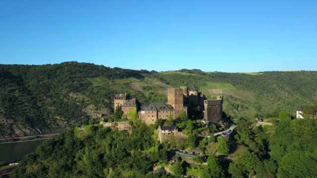 schoenburg castle, rhine valley, oberwesel, rhineland-palatinate, germany - schlossgebäude stock-videos und b-roll-filmmaterial