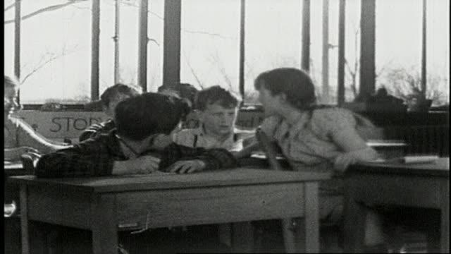 vidéos et rushes de school - a film about progressive education, 4 of 11 - élève du primaire
