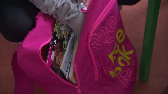 school backpack - elementary school stock videos & royalty-free footage