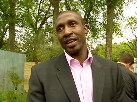 vídeos y material grabado en eventos de stock de school bans egg and spoon race at sports day; itn linford christie interviewed sot - i go to my kids sports day - it's people who're taking their job... - derrota
