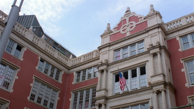 stockvideo's en b-roll-footage met cu, la, school building, east village, new york city, new york, usa - school building