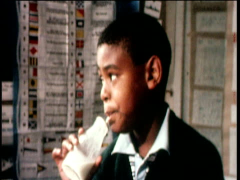 school children drinking free milk uk; 25 jun 71 - 1971 stock-videos und b-roll-filmmaterial