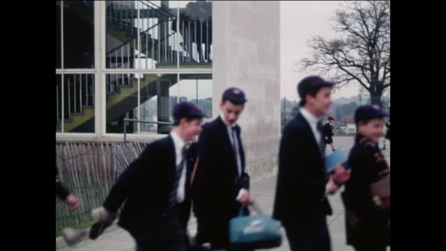 MONTAGE School children go to recess at a modern elementary school / UK