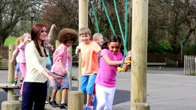 stockvideo's en b-roll-footage met school children - speeltuin