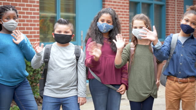 school children with face masks waving - 10 11 years stock videos & royalty-free footage