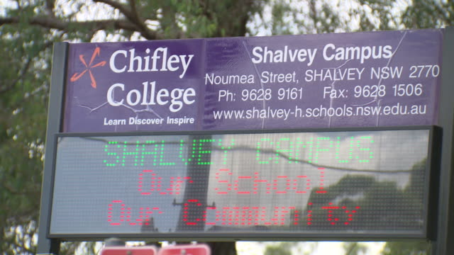 school electronic noticeboard led sign for chifley college shalvey campus - vetrinetta video stock e b–roll