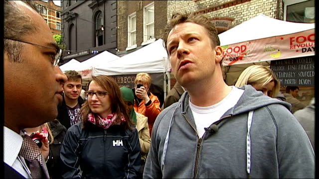 vídeos de stock, filmes e b-roll de jamie oliver outlines vision oliver interview sot looked at thousands and thousands of packed lunches / some are close to child abuse / disagree with... - packed lunch