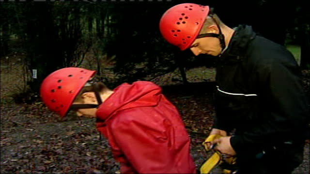 vídeos de stock e filmes b-roll de children at cumbria outdoor pursuits centre / natural history museum in london; more of teenage kids on school excursion taking part in swing rope... - outdoor pursuit