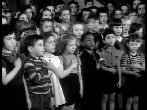 school w/ children, hand over heart, saying the 'pledge of allegiance' to the united states flag. vs children reciting, standing on staircase.... - amerikanischer treueschwur stock-videos und b-roll-filmmaterial