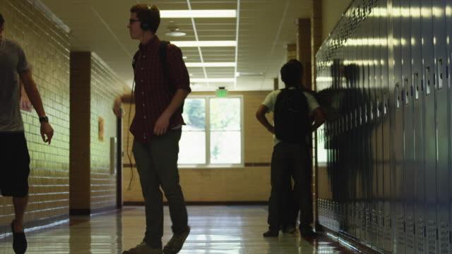 ws schoolboy dancing in school corridor / spanish fork city, utah, usa - sekundarstufe stock-videos und b-roll-filmmaterial