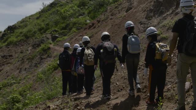 schoolchildren on slope of showa-shinzan, japan. - randoseru stock videos & royalty-free footage