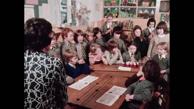 vidéos et rushes de schoolchildren rehearse for nativity, 1970s - lieux géographiques