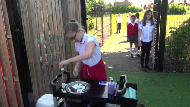 schoolchildren washing queue up to wash hands at break time as some year groups return to school as coronavirus lockdown is eased, tamworth - primary school child stock videos & royalty-free footage