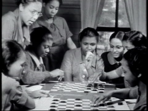 vídeos y material grabado en eventos de stock de 1940 montage schoolgirls playing checkers / alabama, united states - 1940