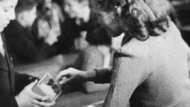 vídeos de stock e filmes b-roll de 1944 montage schools providing milk and free lunches to students / scotland, united kingdom - merenda escolar