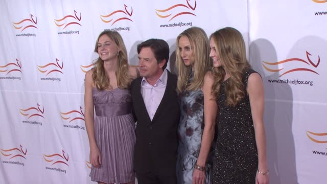 stockvideo's en b-roll-footage met schuyler fox, michael j. fox, tracy pollan, and aquinnah fox at the 2010 a funny thing happened on the way to cure parkinson's at new york ny. - tracy pollan