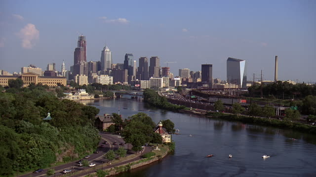 aerial schuylkill river and buildings in downtown philadelphia / philadelphia, pennsylvania, united states - 2007 stock-videos und b-roll-filmmaterial